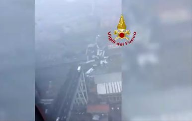 Snimka iz zraka nakon urušavanja mosta u Genovi (Foto: Printscreen)