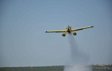 Airtractor gasi požar na granici s Bosnom i Hercegovinom (Foto: MORH)