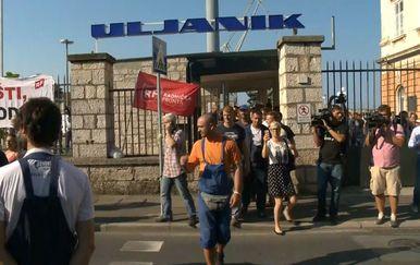 Marko Balen prati štrajk radnika grupe Uljanik u Puli (Foto: Dnevnik.hr) - 3