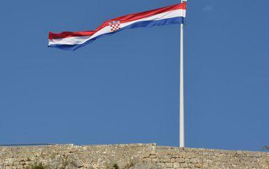 Hrvatska zastava na kninskoj tvrđavi (Foto: Hrvoje Jelavic/PIXSELL)