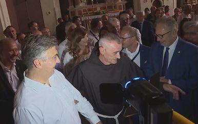 Premijer Plenković i fra Ante Čovo (Foto: Dnevnik.hr) - 2