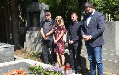 Izaslanstvo HNS-a liberalnih demokrata položilo vijence na grob Savke Dabčević Kučar (Foto: Davorin Visnjic/PIXSELL) - 3