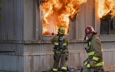 Vatrogasci gase požar (Ilustracija: AFP)