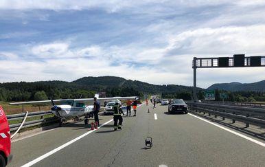 Avion sletio na autocestu (Foto: Dnevnik.hr)