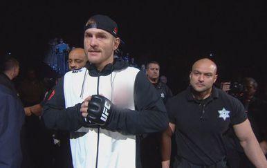 Stipe ulazi u ring (Foto: Dnevnik.hr)