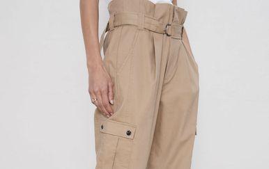Ponuda cargo hlača u trgovinama ustinu je široka