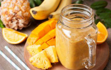 Smoothie od banane i ananasa