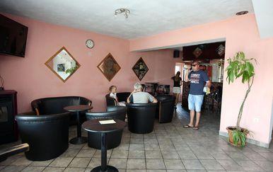 Uzdolje: U kafiću napali ljude koji su gledali utakmicu (Foto: Dusko Jaramaz/PIXSELL) - 3
