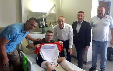 Ministar Krstičević posjetio ranjenog vojnika u bolnici u Njemačkoj (Foto: MORH)