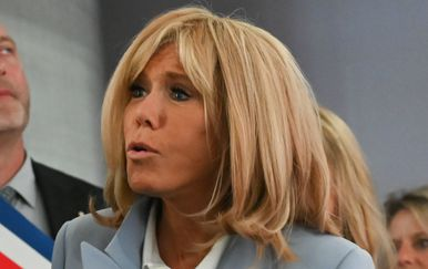 Brigitte Macron u predivnom kaputu - 5