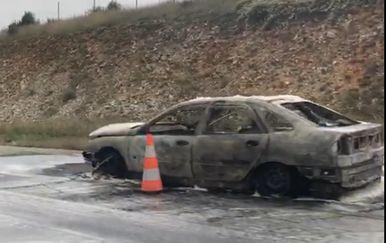 Izgorio automobil na autocesti A1 kod Perušića