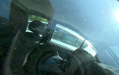 Ostavili djecu u automobilu - 2