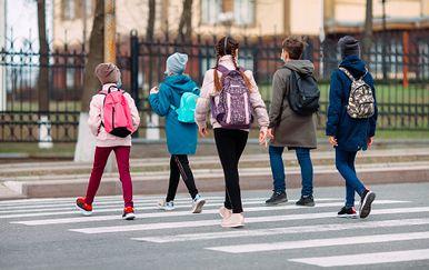 Djeca odlaze iz škole, ilustracija