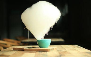 Kava sa šećernom vatom