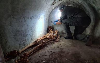 Grobnica i dobro očuvani ostaci svećenika iz Pompeja - 5