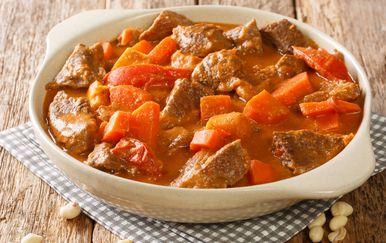 Afrički gulaš Maafe od junetine, krumpira i mrkve