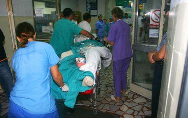 Ozlijeđene dovoze u bolnicu