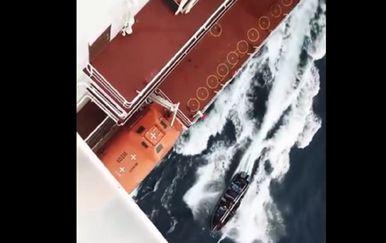 Crnogorac snimio napad pirata (Screenshot You Tube)