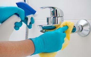 Čišćenje kupaonice (Foto: Guliver/Thinkstock)
