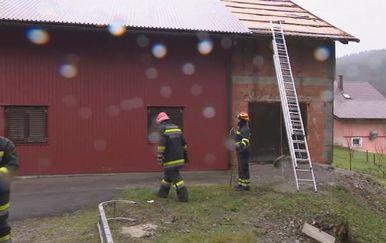 Nevrijeme uništilo krovove vatrogasnog doma (Foto: Dnevnik.hr)
