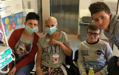 Lorena Barić s majkom i braćom (Foto: Facebook)