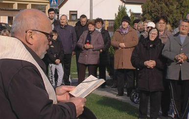 Skupocjeni automobil seoskog župnika (Foto: Dnevnik.hr) - 4
