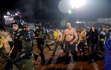 Zastrašujuće scene nakon tučnjave navijača u Beogradu (Foto: AFP)