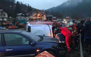 Prometna nesreća kod Maglaja (Foto: Dnevni Avaz)