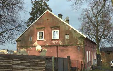 U ovoj je kući, tako barem kaže priča, sovjetska vojska pobila jednu njemačku obitelj (FOTO: YouTube/Screenshot)