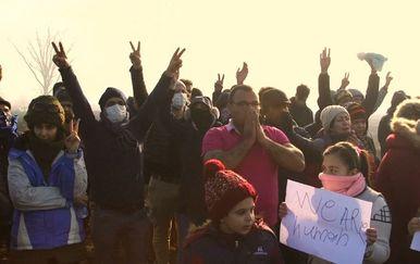 Okupljanje migranata uz hrvatsku granicu (Foto: Dnevnik.hr) - 5
