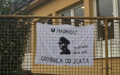Transparent s likom Pavelića na ogradi vrtića u Širokom Brijegu (Foto: Bljesak.info)