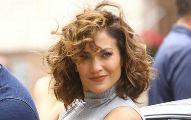 LAV - neukrotive frizure