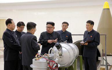 Kim Jong Un u posjetu Centru za fiziku (Foto: STR / KCNA VIA KNS / AFP)