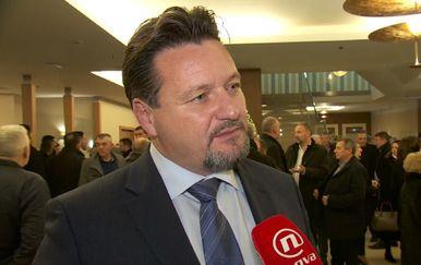 Ministar uprave Lovro Kuščević s Andrijom Jarkom o političkim trzavicama u Vukovaru (Video: Dnevnik Nove TV) - 2