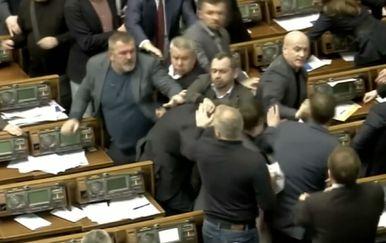 Tuča u ukrajinskom parlamentu (Foto: Dnevnik.hr)
