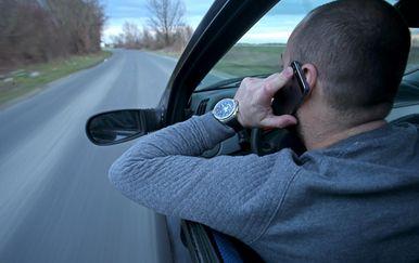 Zabranjeno korištenje mobitela u vožnji (Foto: Igor Kralj/PIXSELL)