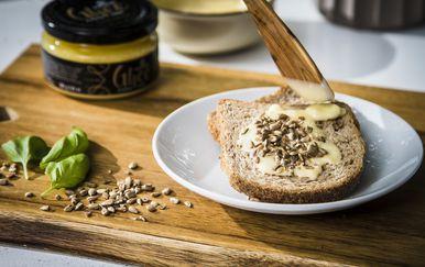 Ghee maslac izrađuje se ručno od kvalitetnog hrvatskog maslaca