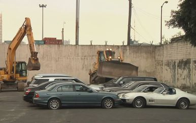 Buldožerom uništili luksuzne automobile (Foto: Dnevnik.hr) - 4