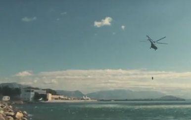 Obuka letača za spašavanje iz mora (Screenshot: YouTube/HGSS)