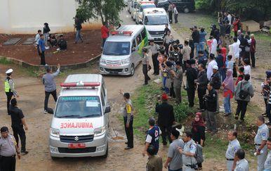Hitna pomoć spašava preživjele (Foto: AFP)