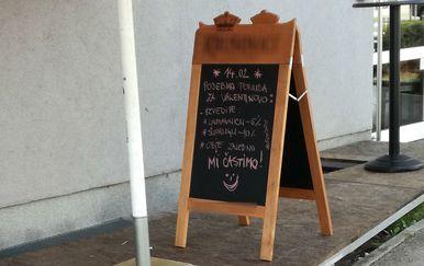 Ploča s posebnom akcijom za Valentinovo (Foto: Dnevnik.hr)