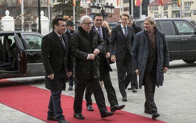 Predsjednik Makedonije Zoran Zaev dočekao Jean-Claudea Junckera i Johannesa Hahna tijekom njihove turneje Balkanom (Foto: AFP)