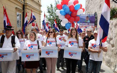 Predavanje potpisa za održavanje referenduma o izbornom sustavu (Foto: Patrik Macek/PIXSELL)