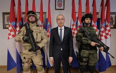 Potpisani ugovori o nabavi vojne opreme (Foto: Tomislav Miletic/PIXSELL)