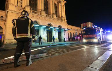 Vatrogasci gase požar na Glavnom kolodvoru (Foto: Marko Prpic/PIXSELL)
