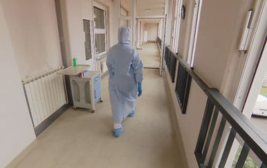 Liječnik u zaštitnoj opremi