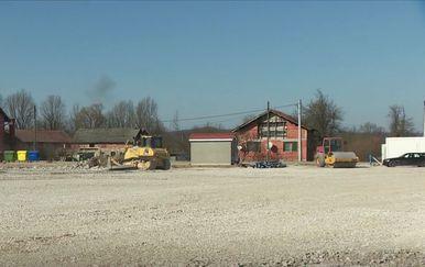 Gradnja kontejnerskog naselja u Glini