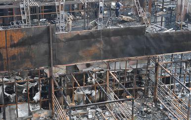 Izgorjeli restoran u Mumbaiju (Foto: AFP)