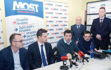 Mostovci (Foto: Nikola Cutuk/PIXSELL)