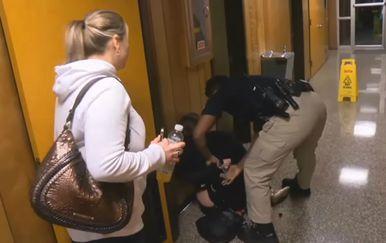 Profesorica Deyshia Hargrave iz pkole je izbačena poput najgoreg kriminalca (FOTO: YouTube/Screenshot)